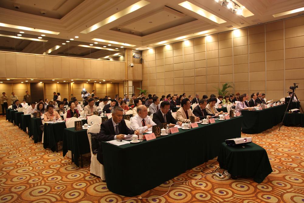 青岛市内部审计协会会长侯杰介绍了青岛市内部审计协会的工作开展情况